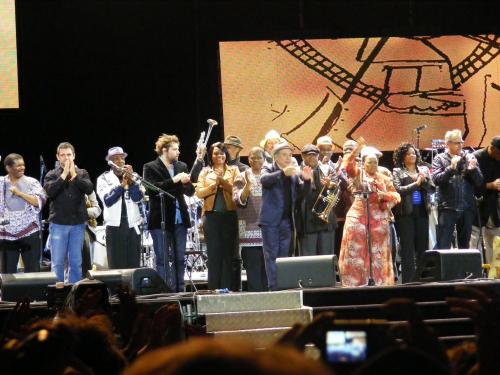 10040_the-final-bow-at-the-end-of-hard-rock-calling-2012.JPG