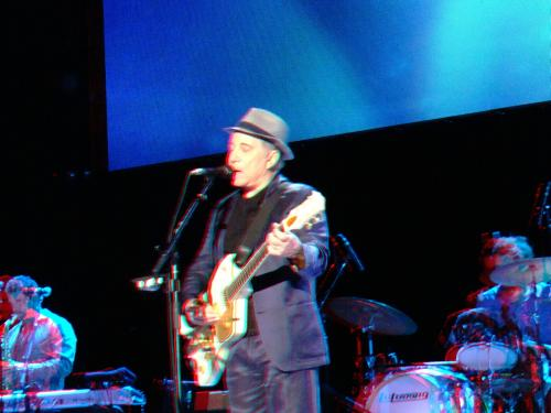 Paul Simon in 3D in Ziggo Dome; July 18, 2012. You need a red/cyan 3D glasses (which are very cheap) in order to see the 3D effect!