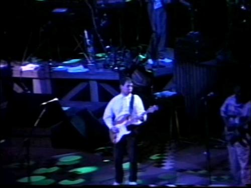 Paul Simon playing ´Mother And Child Reunion´ in St. Louis on March 11, 1987