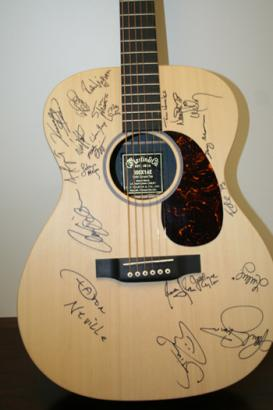 Paul Simon has auctioned a private lesson of the song writing. Collect donations charity Children's Health Fund to sponsor him his purpose. ◆ guitar autographed picture in New York, so I get to teach guitar or song writing, in person from Simon. Cha