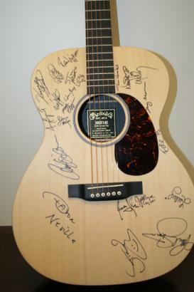 Paul Simon has auctioned a private lesson of the song writing. Collect donations charity Children\'s Health Fund to sponsor him his purpose. ◆ guitar autographed picture in New York, so I get to teach guitar or song writing, in person from Simon. Ch